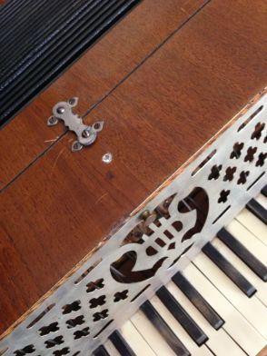 Antique Piano Accordion - The Lonely Rein-stones!