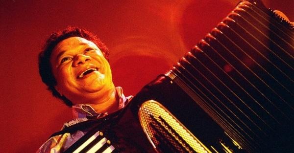 1987---o-sanfoneiro-dominguinhos-se-apresenta-no-free-jazz-festival-1356025714465_956x500