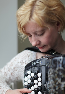 Closeup of Maria Kalaniemi and her accordion