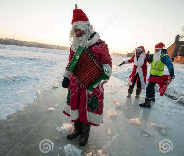 santa-claus-bike-accordion-saint-petersburg-russia-january-frozen-river-neva-center-city-against-81899141